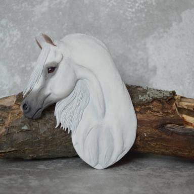 Барельеф арабской лошади