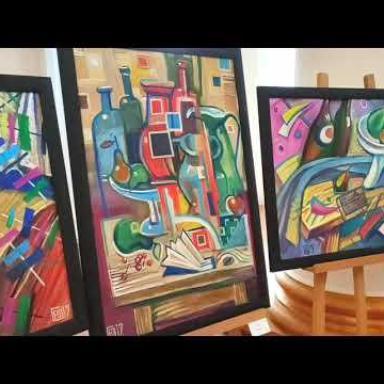 Выставка картин в театре