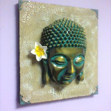 Голова Будды с цветком плюмерии