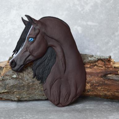 Арабская лошадь с голубым глазом